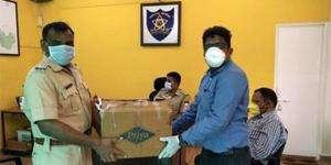 Khed bölgesine maske ve el dezenfektanı yardımı