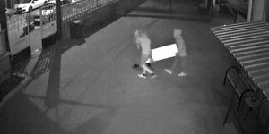 Cami yardım kutularını çalan hırsızlar güvenlik kameralarına yansıdı